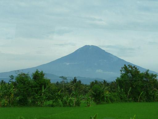 Slamet +3428 m gunung api kedua tertinggi di jawa setelah g. semeru